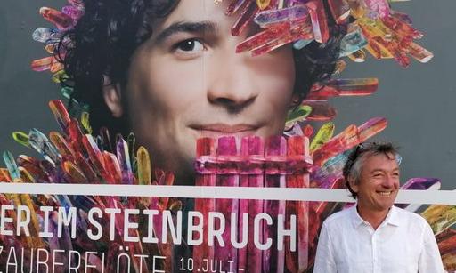 Opa im Steinbruch | story.one