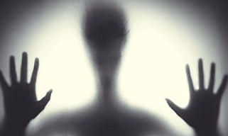Auch Alien sitzen ein! | story.one