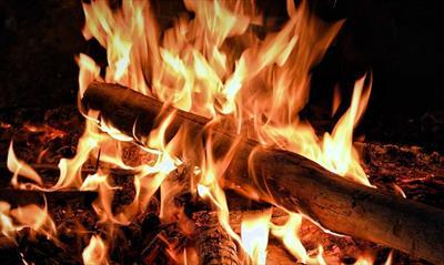 Komm zu uns an das flackernde Feuer | story.one