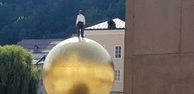 Der Bub auf der Kugel | story.one