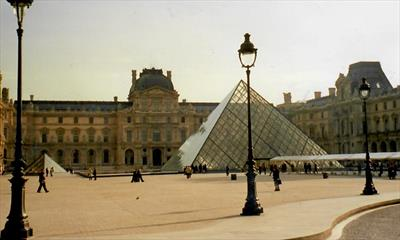 Lost im Louvre   story.one