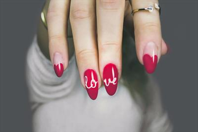 RED NAILS | story.one