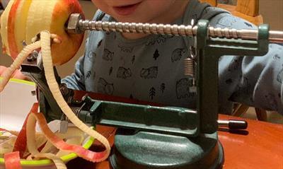 Warum ich keine Apfelschälmaschine erfand | story.one