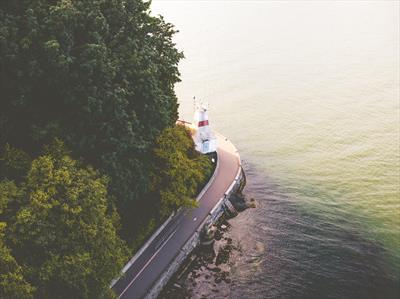 Im Wasserflugzeug über Vancouver   story.one