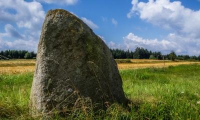 Mein steinerner Riese im Garten | story.one