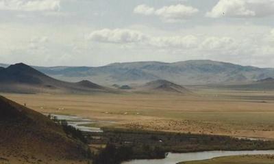 Am mongolischen Totenberg   story.one