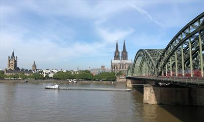 Promi-Begegnung in Köln | story.one