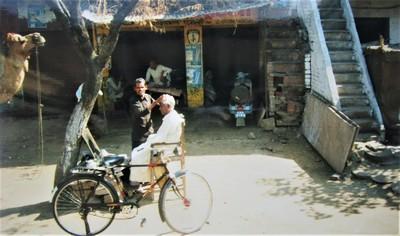 Wir fahren durch Agra | story.one