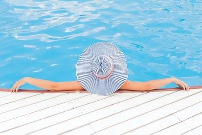 Fremde am Pool | story.one