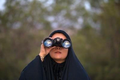 Die junge Araberin im Urlaubsglück | story.one