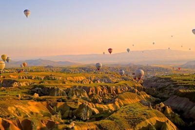 Heißluftballon-Gruß von Oben | story.one