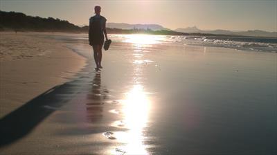 Am Strand von Byron Bay   story.one