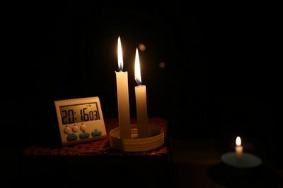 Im Dunkeln sitzen | story.one