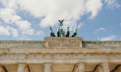 Ich hab' noch einen Koffer in Berlin...   story.one