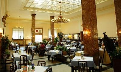 Salzburg Hbf - Marmorsaal | story.one