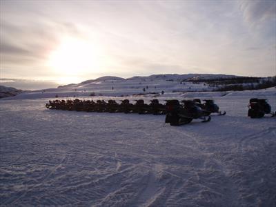 Mit dem Schneemobil durch Norwegen   story.one