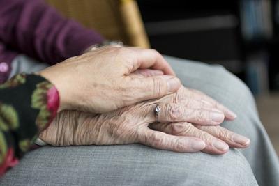 Altenpflege - viel mehr als Körperpflege! | story.one