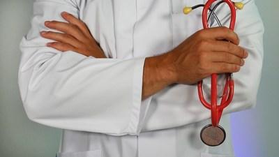 Im Wartezimmer des Arztes | story.one