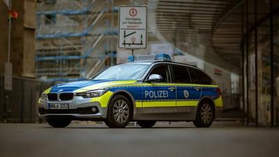 Polizei mit Blaulicht | story.one