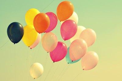 99 Geschichten = 99 Luftballons | story.one