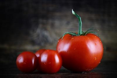 Tomaten, passiert - und ein blaues Hemd | story.one