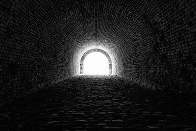 Licht am Ende des Tunnels | story.one
